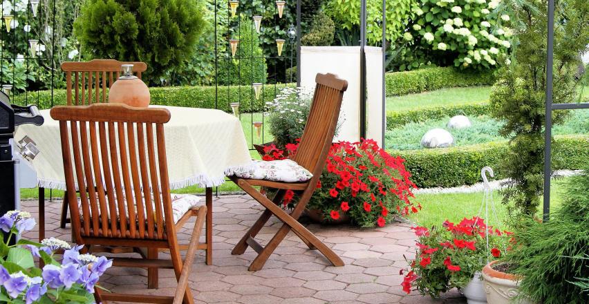 Ogród marzeń. Na co zwrócić uwagę, kupując meble ogrodowe?
