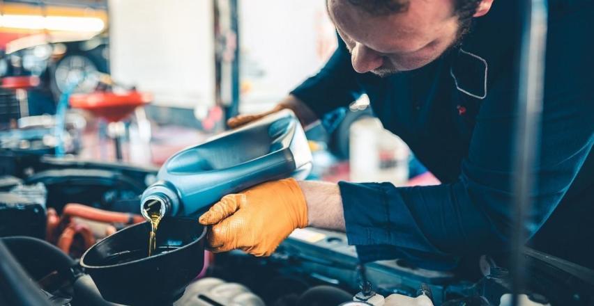 Jak często wymieniać olej silnikowy w aucie?