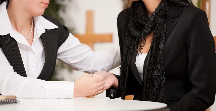 Jakich formalności pogrzebowych należy dopełnić po śmierci bliskiej osoby?