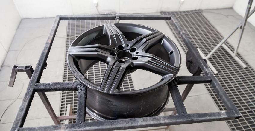 Piaskowanie felg aluminiowych jako sposób na ich regenerację