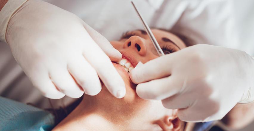 Profilaktyka i leczenie w profesjonalnym gabinecie stomatologicznym