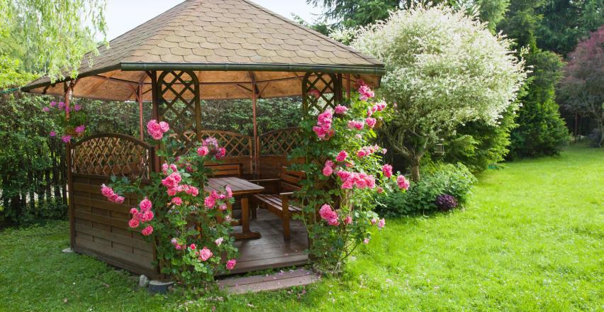 Na co zwrócić uwagę przy budowie altany ogrodowej?