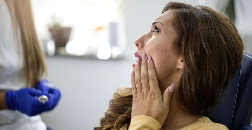 Co jest przyczyną bólu zębów po leczeniu kanałowym?
