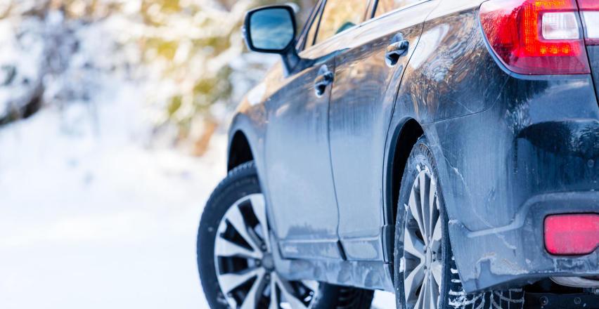 Jak dbać o lakier samochodu zimą?