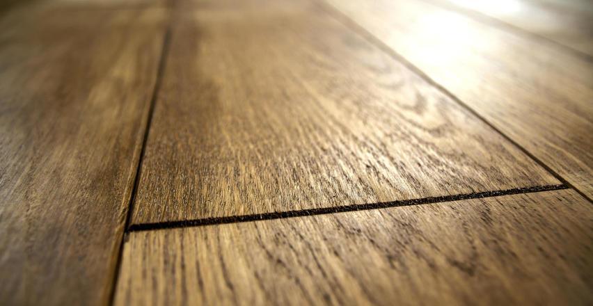 Jakie są zalety i wady drewnianych podłóg?