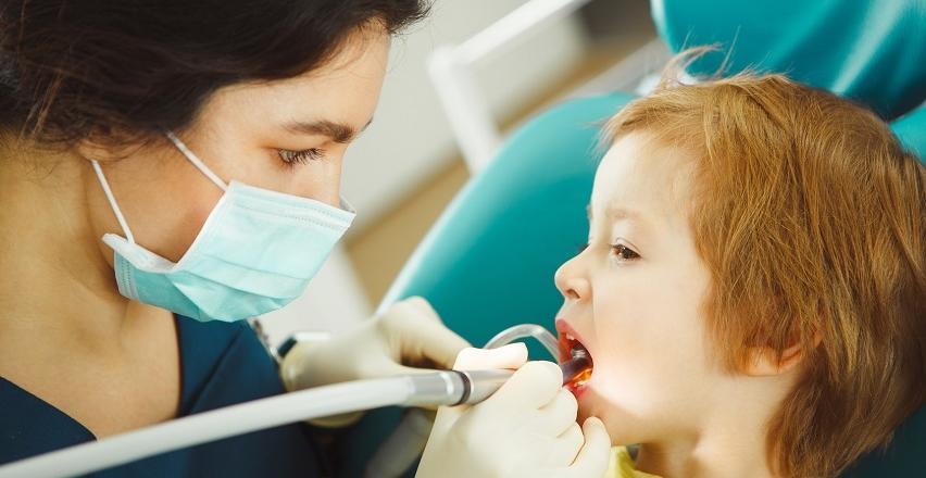 Lakowanie zębów u dziecka. Charakterystyka zabiegu