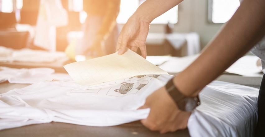 Wykonanie nadruku na odzieży. Jakiej firmie warto zaufać?