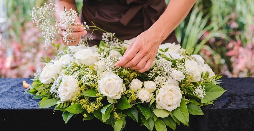 Kwiaty Na Ceremonie Pogrzebowa Jak Je Odpowiednio Wybrac