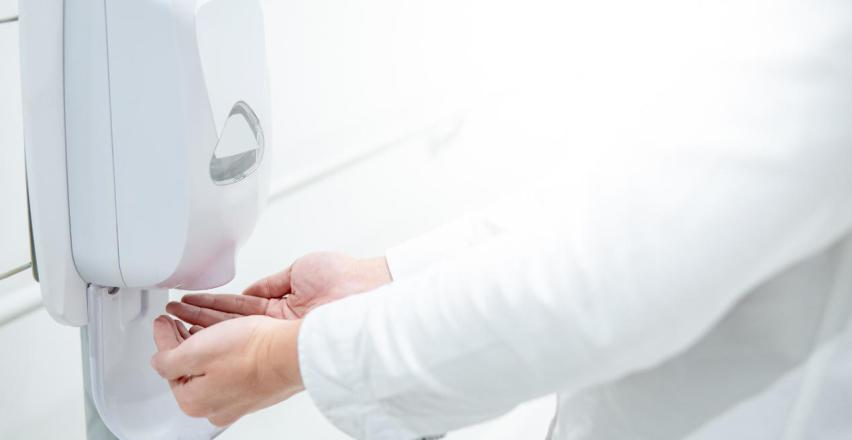Gdzie mogą przydać się dozowniki do płynu dezynfekującego?