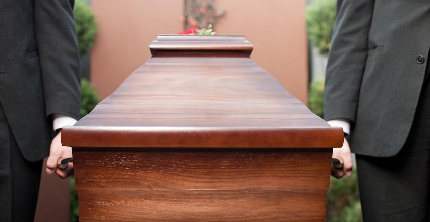 Formalności pogrzebowe. Zasady postępowania po śmierci bliskiej osoby