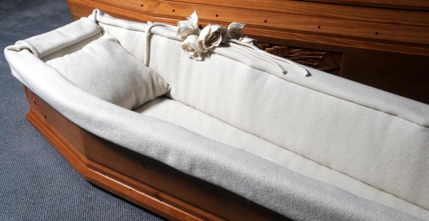 Czym się kierować przy wyborze trumny na pogrzeb?