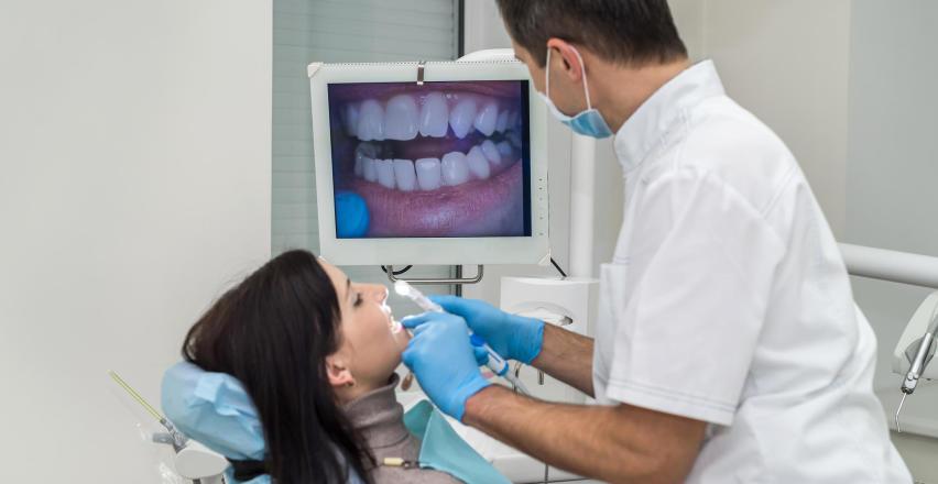 Wykorzystanie kamery wewnątrzustnej w przychodni stomatologicznej Dental