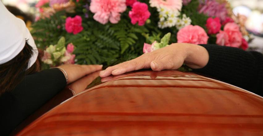 Dlaczego oprawa kwiatowa pogrzebu jest szczególnie ważna?