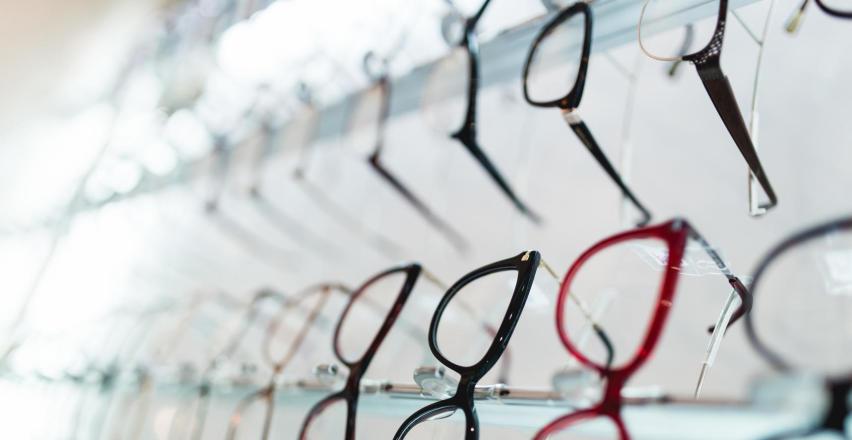 Jak dobrać okulary u optyka?