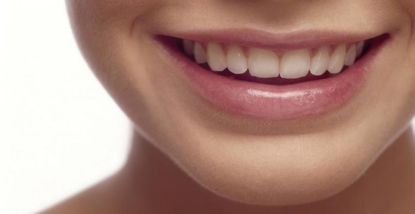 W jakim celu lakuje się zęby?