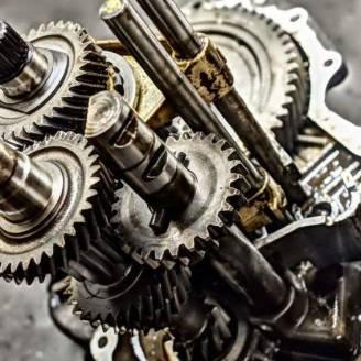 Jak naprawić automatyczną i manualną skrzynię biegów?