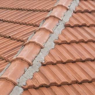 Największe plusy dachówek cementowych
