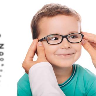 Kiedy udać się  na wizytę do okulisty, a kiedy do optometrysty?