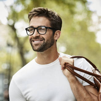 Okulary – modny gadżet czy konieczność?