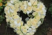 Wieńce jako element oprawy pogrzebowej