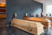 Sprzedaż trumien i urn w Zakładzie Pogrzebowym Morfon